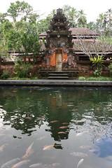 Hindu temple (MelindaChan ^..^) Tags: hindu temple bali indonesia 印尼 巴里島 chanmelmel mel melinda melindachan heritage art culture architecture sculpture life people