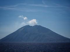 calm earth? (paddy_bb) Tags: travel 2017 olympusomd paddybb omde1 italien italy mediterranean campania kampanien volcano vulkan stromboli aeolianislands tyrrheniansea