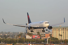 N188DN 767 Delta LAX (ColinParker777) Tags: n188dn delta airlines air lines airways boeing 767 763 767300 300er 767300er 76s winglets plane aeroplane airplane aircraft aviation flying fly flight finals approach sunset dusk lighting light engines jet jetblast exhaust dl dal klax lax los angeles california socal airport runway 24r westchester hotel sunny sky canon 5d 5dmkiii 5dmk3 5d3 200400 zoom telephoto l pro