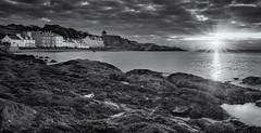 Kinghorn Sunrise Black & White (jasty78) Tags: beach coast rocks sea golden sunrise kinghorn fife scotland nikon d7200 tokina1116mm starburst sunburst blackwhite blackandwhite mono