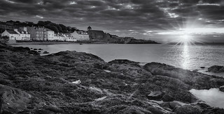 Kinghorn Sunrise Black & White