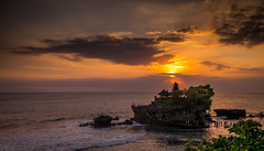 Tanah Lot - Bali (Rob-Shanghai) Tags: temple bali indonesia leica m240 35lux tanahlot sea sunset sundown