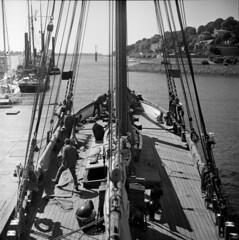 schiff (Ankh61) Tags: kiev 88 delta 100 6x6 medium format ship hamburg nautical sail back white worker elbe river