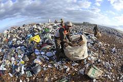 Fotos produzidas pelo Senado (Senado Federal) Tags: bie lixo resíduossólidos entulho reciclagem catador lixãodaestrutural urubu políticanacionalderesíduossólidos brasília df brasil bra