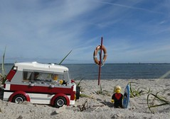 Am Strand in Laboe (captain_joe) Tags: toy spielzeug 365toyproject lego minifigure minifig moc car auto camper vwbus strand beach wasser water laboe series17 surfer rettungsring himmel sky