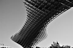 Perspectiva (ameliapardo) Tags: arquitectura perspectiva blancoynegro luces fujixt1 sevilla metropolparasol setasdesevilla andalucia españa jügenmayer