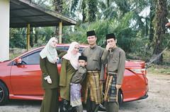 Eid al-Fitr 2017 | Family Photo (Mr.rie) Tags: vsco a7 nikon dslr 35mm f18 family photo sibs sibling outdoor selfportrait green raya eidaalfitr aidilfitri matriye cheariee chearie mrrie rayacheariee