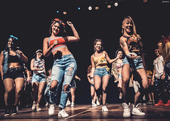 chicas (Raul Piki Bolukua) Tags: dance flow color dancer light baile bachata music art artist photography night nightphotography style people women men young sweet hiphop