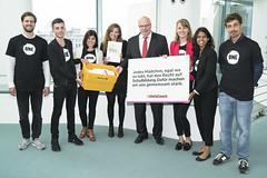 ONE-Jugendbotschafter überreichen Petition zur Stärkung von Mädchen an Kanzleramtschef Peter Altmeier_2 (ONE Deutschland) Tags: berlin deutschland onejugendbotschafter altmeier kanzleramt one g20 mädchen bildung