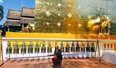 Wat Phra Singh, Chiang mai (Cleu Corbani) Tags: thailandia mujer dorado campanas wat cultura religiones cleucorbani