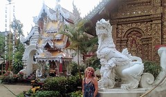 Chiang Mai - Thailandia (Cleu Corbani) Tags: thailandia mujer templos wat arquitectura dragones construcciones cultura religiones cleucorbani bellezas unlugarenelemundo lugaresdeensueños lugaresmagicos