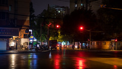 life at the lights (Rob-Shanghai) Tags: shanghai china street corner cross redlight life rain rx10m2 sony