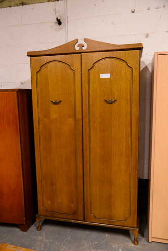 Tall oak 2 door wardrobe E180