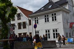 Singing street choir in Bergen (Michelsen Photography) Tags: bergen hollendergaten kor choir song singing syngende strret gate norge norway norwegen summer july nikon