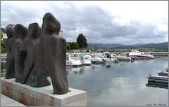Puerto deportivo de Ortigueira - A Coruña (Luisa Gila Merino) Tags: ortigueira coruña mar agua ría esculturas puertodemar embarcadero yate barco