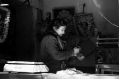 Street shot, Varanasi India (mafate69) Tags: asia asie asiedusud subcontinent southasia souscontinent india inde up uttarpradesh benares benaras varanasi kashi nb noiretblanc blackandwhyte bw portrait photoreportage photojournalisme photojournalism rue reportage documentaire documentary street streetshot streetlevelphoto candid city ville light lumière mafate69 femme woman