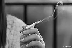 In the end, everything turns to smoke. Al final, todo se convierte en humo (A. Muiña) Tags: humo fumar tabaco smoke tobacco callejera street social personas gente people nikon nikond800 blancoynegro wb monocromática urbana