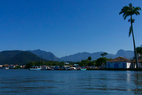 brazil-paraty-town-as-seen-from-bay-copyright-pura-aventura-thomas-power