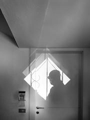 Si...luet (albi_tai) Tags: selfie silhouette ombre luce porta profilo sagoma albitai samsung s7 figofono adminchiam