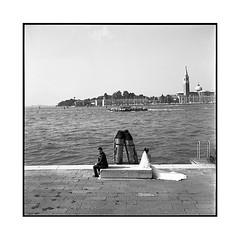 anticipated divorce • venice, italy • 2016 (lem's) Tags: minolta autocord divorce wedding couple married mariés dock quai venice italy italia italie venezia venise