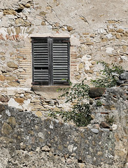 ESPONELLÀ - FINESTRA (Joan Biarnés) Tags: esponellà pladelestany girona catalunya finestra ventana 224 panasonicfz1000