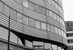 Ondeville - 73 (baptiste.lasnier) Tags: paris noir et blanc ville architecture onde courbes bâtiment vitres reflets
