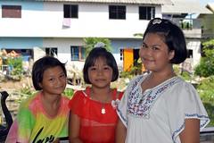 pretty young ladies (the foreign photographer - ฝรั่งถ่) Tags: jun72015nikon three pretty young ladies children khlong lat phrao portraits bangkhen bangkok thailand nikon d3200