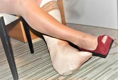 red Primark & plaster cast (cast'n_heels) Tags: plastercast platform piedoplatre gipsbein slwc gehgips heel gesso legs highheel tights nylon