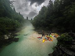 Gewitterpause (Ulmi81) Tags: soca slovenia slowenien fluss river wasser klar water clear türkies wald forest wood frauenschlucker kajak kayak kayaking paddeling paddeln landschaft landscape nebel mist fog clouds wolken gewitter thunderstorm pause break natur nature outdoor sport ulmer paddler 2017