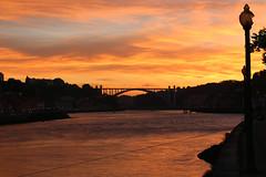 vue sur le pont Eiffel (~Laurence~) Tags: coucherdesoleil pont eiffel douro porto portugal voyage canon 70d fleuve