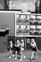 Summer / London 2017 (Sandrine Vivès-Rotger photography) Tags: england uk london camdentown camden ladies blackandwhite shorts streetphotography street blondes hair ete londres filles fun walking holidays weekend friends amies rue gens