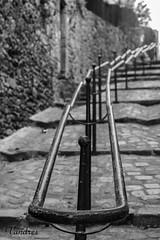FRTI102016_90R-BYN_FLK (Valentin Andres) Tags: auray bw blackwhite blancoynegro bretaña brittany byn france francia white black blackandwhite metalico metallic pasamanos railing