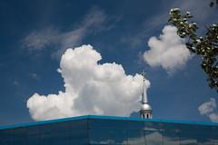 Quand c'est bleu, c'est ... / When it's blue, it's ... (BLEUnord) Tags: bleu blue blanc white ciel sky clocher arbre tree sthyacinthe édifice building québec montérégie