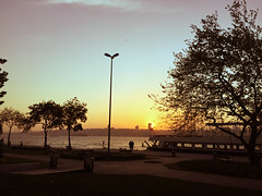 The Sun is Going Down (Jonathan-Livingston) Tags: sun sunset istanbul bosphorus boğaz deniz sea sahil harbour