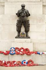 Hyde Park Corner / WW2 war memorial (D.Ski) Tags: hydeparkcorner greenpark wellingtonarch ww2 memorial warmemorial london uk england