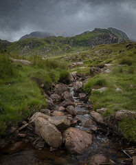 Bochlwyn in the Clouds (kieran_metcalfe) Tags: grass walkingtrail landscape idwal nature water stream moody ogwenvalley cold beck buttress scree marsh nationaltrust brook sky rill atmosphere brooding bochlywd rocks