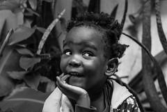Foto- Arô Ribeiro -8277-2 (Arô Ribeiro) Tags: crianças blackwhitephotos pretoebranco fotografia arte filhos