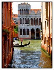 Desde el canal (Alicia B,) Tags: venecia italia venice europa europe canal góndolas gondolero gondoliere grancanal