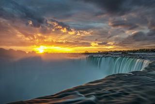 Horseshoe Falls Sunrise, Niagara Falls Ontario