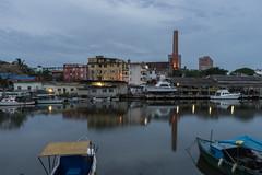 SERENIDAD DE LA HORA AZUL (Merly_gon) Tags: hora azul atardecer atardeceres luces reflejos agua mar rio arquitectura botes barcos urbano paisajeurbano ligths reflections boat architecture