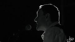 Cantant Ian Lints (steelmancat) Tags: low key clave baja concierto blanco y negro blanc i negre bw bn ianlins ianlints