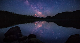 Mt. Hood kissing stars