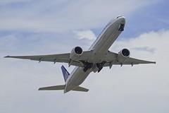 United Airlines 2016 Boeing 777-300/ER N2333U c/n 62644. SFO. 2017. (planepics43) Tags: unitedairlines n2333u sanfranciscoairport sfo boeing 777300 777300er 777 sfoov landing lufthansa airport americanairlines aviation aircraft airplane airbus 787 737 747 767 727 747sp 757 320 350 380 tower takeoff taxi deltaairlines southwestairlines flightattendant pilot claytoneddy 17crossfeed california
