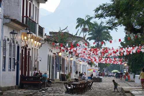 brazil-paraty-morning-light-main-square-copyright-pura-aventura-thomas-power