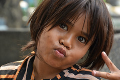 Portrait Philippines_9185 (ichauvel) Tags: portrait portraiture visage face grimace expression petitefille littlegirl child enfant chilhood philippines asie asia asiedusudest southeastasia manille manila exterieur outside nikond7100
