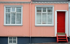 REYKJAVIK - PAINTED (Maikel L.) Tags: europe europa island iceland reykjavik capital hauptstadt haus house building gebäude fenster window windows tür door rot red rosa pink farbe colour color living wohnen nordeuropa northerneurope