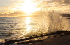 Wave Splash near Queen's Surf (Steven W Lum) Tags: waikiki queenssurf crashingwave wavesplash sunset