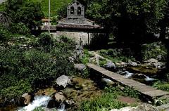 DSCF4073 (manomesa) Tags: bulnes fujixpro1 asturias fonicular pueblo españa