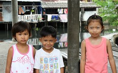 a boy with two girlfriends (the foreign photographer - ฝรั่งถ่) Tags: young man boy two girls children three khlong thanon portraits bangkhen bangkok thailand canon kiss