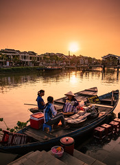 Thu Bon River, Hoi An (syukaery) Tags: hoian danang vietnam asia asian southeastasia river city oldtown people dailylife travel street selling trade bridge sunset nikon d750 nikkor 24mm indochina